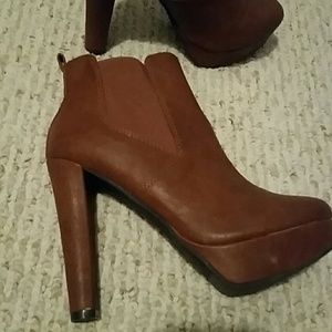 Fun boots never worn size 6